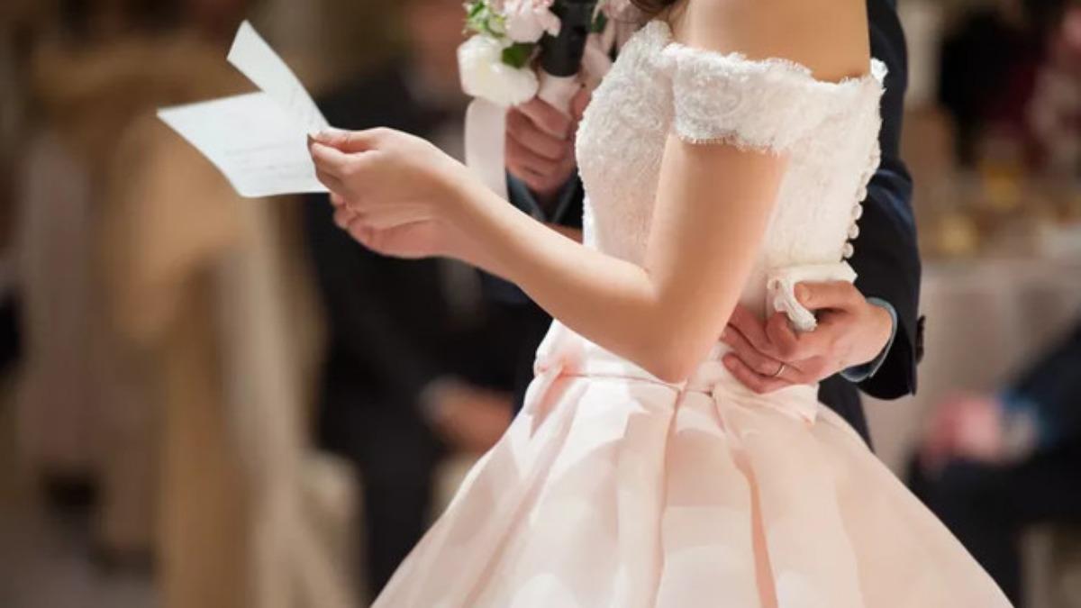 523e243be5503 華奢な花嫁に魅せたいっ*ふんわりオフショルダーのウェディングドレス ...